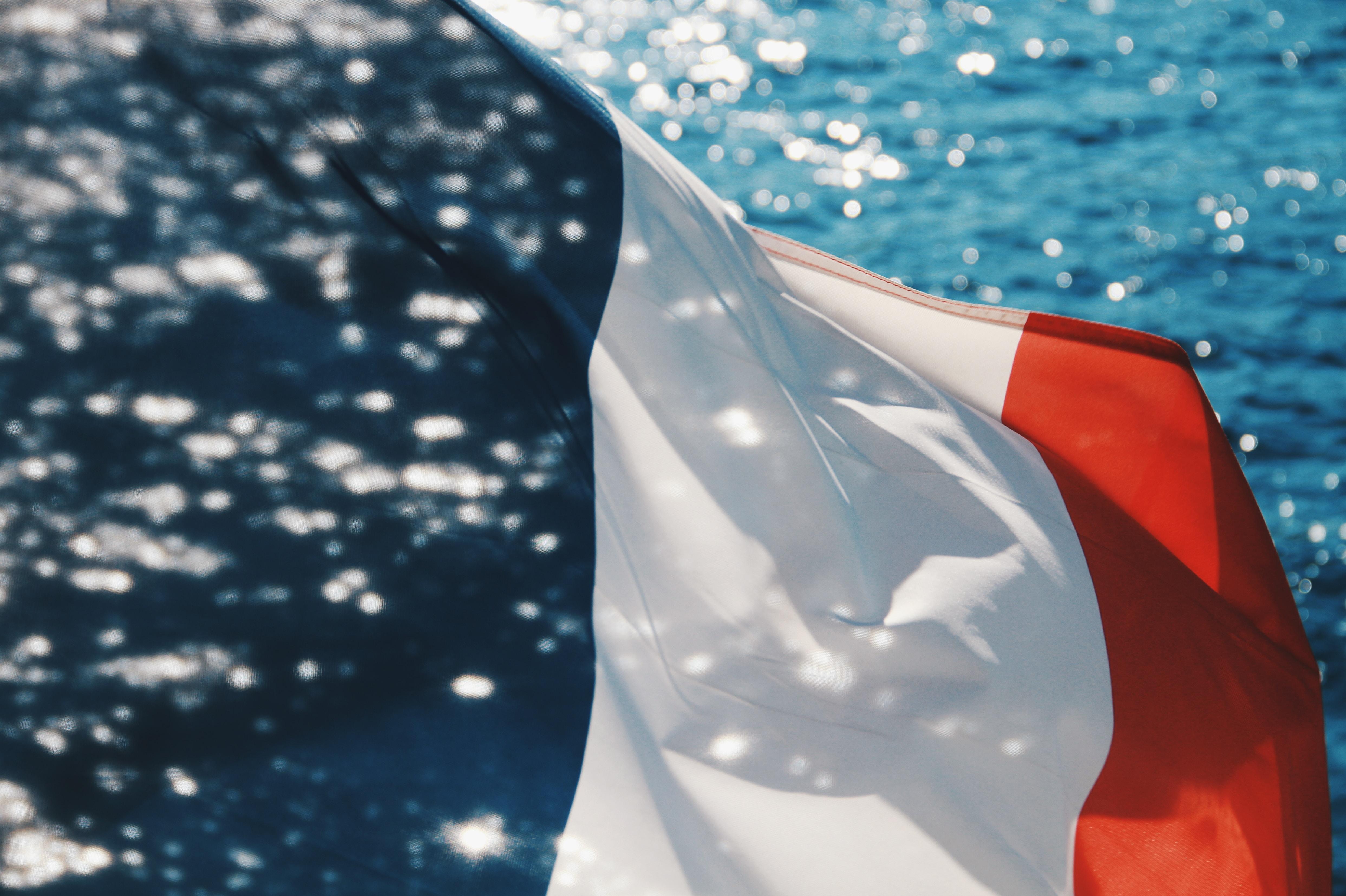 フランス語の歴史|イタリア語、スペイン語とは親戚の関係!?そのルーツを解明